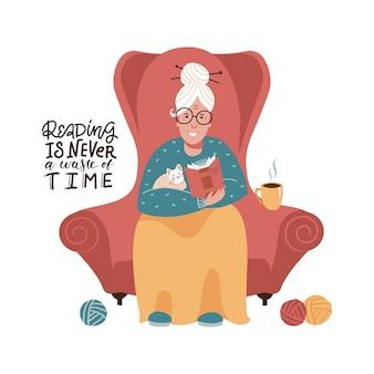 Nette alte dame sitzt in einem roten sessel und liest ein buch. gezeichnete illustration der flachen hand des vektors. lesen ist nie zeitverschwendung - schriftzitat.