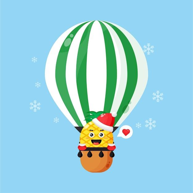 Nette ananas, die einen weihnachtshut auf einem heißluftballon trägt
