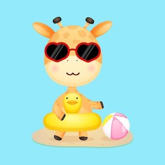 Nette babygiraffe auf schwimmboje sommerkarikatur