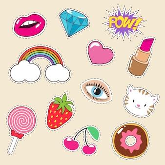 Nette bunte mädchenmodeflecken. lippenstift-, regenbogen-, diamant- und erdbeerikonen