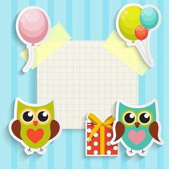 Nette eule alles gute zum geburtstag mit geschenkbox, luftballons und platz für ihre textillustration