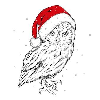 Nette eule, die einen weihnachtsmannhut trägt. neujahr und weihnachten.