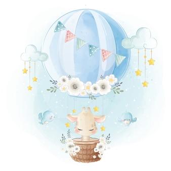 Nette giraffe, die im luftballon fliegt