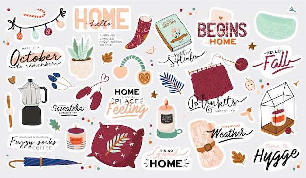 Nette illustration mit gemütlichen elementen des herbstes und des winters. auf weißem hintergrund. motivierende typografie von hygge-zitaten für feiertage. skandinavischer dänischer stil.