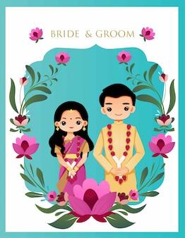 Nette indische paare auf blumenhochzeitskarte