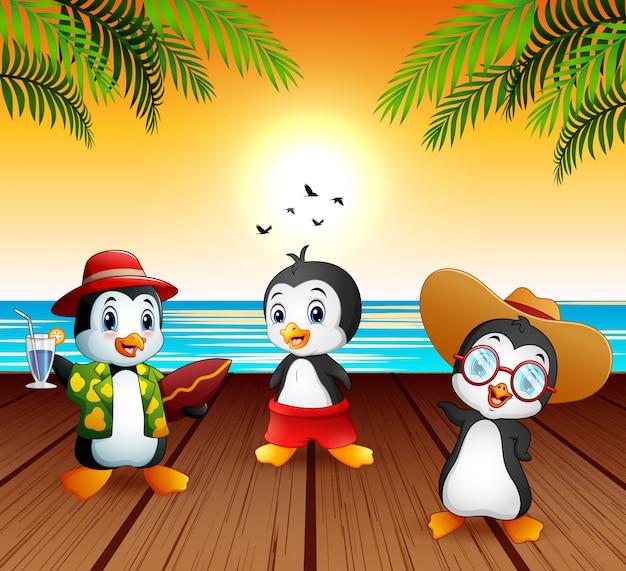Nette karikaturpinguine in den sommerferien