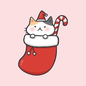 Nette katze im socken weihnachtshand gezeichneten karikaturartvektor