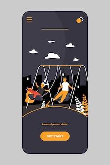 Nette kinder schwingen, genießen und lachen isoliert auf der mobilen app