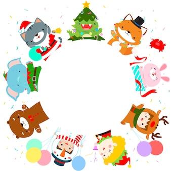 Nette kinder und tier im weihnachtskostümhintergrund. bereit für deinen text.