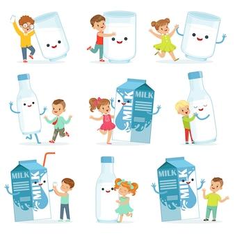 Nette kleine kinder, die spaß haben und mit großen kisten, bechern und milchflaschen spielen, eingestellt für. bunte zeichentrickfiguren