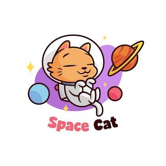 Nette kleine orange katze, die astronautkostüm trägt
