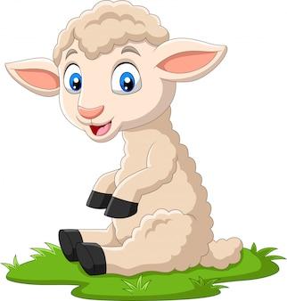 Nette lammkarikatur, die auf dem gras sitzt