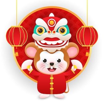 Nette ratte, die chinesisches kostüm mit drachen auf chinesen des neuen jahres trägt