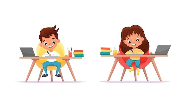 Nette schulkinder mädchen und junge mit laptop. studieren zu hause und online-bildungskonzept. web-banner