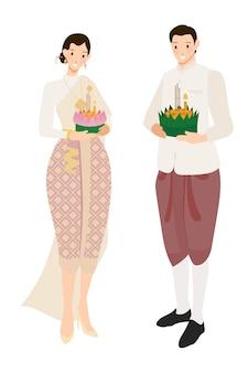 Nette thailändische paare auf sich hin- und herbewegendem blumen loy krathong-festival