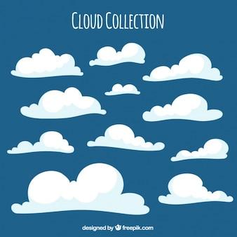 Nette weiße flauschige wolken