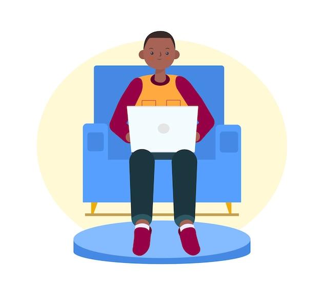 Netter afrikanischer junge mit laptop auf dem sofa freiberufler- oder studentenkonzept illustration im flachen stil