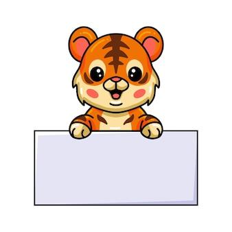 Netter baby-tiger-cartoon mit leerem zeichen
