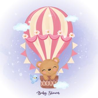 Netter babybär, der mit luftballon fliegt