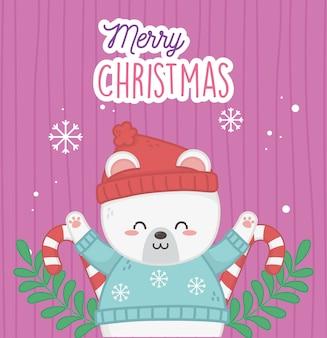 Netter eisbär mit frohen weihnachten der hut- und strickjackeschneeflocken