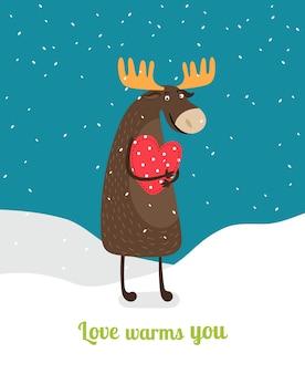 Netter elch, der auf schnee steht, der rotes herz unter fallenden schneeflocken umarmt. liebe wärmt dich.