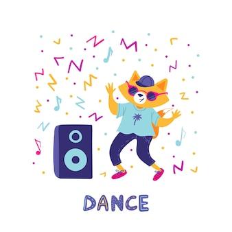 Netter fuchs, der in der sonnenbrille mit einer musiksäule tanzt.