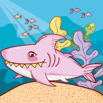 Netter hai mit fischen, tieren und pflanzen