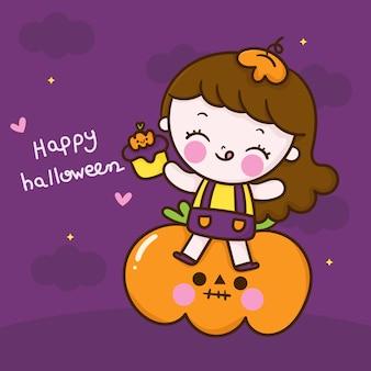Netter halloween-mädchenkarikatur mit kawaii kürbis-cupcake-hand gezeichnet