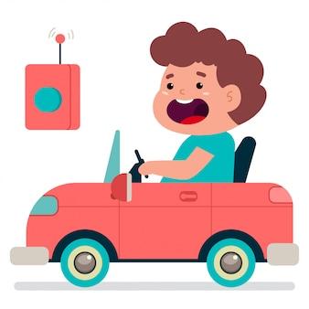 Netter junge, der ein spielzeugelektroauto fährt