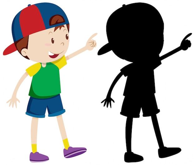Netter junge, der kappe in der farbe und in der silhouette trägt