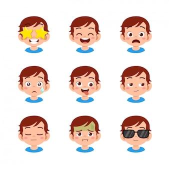Netter junge mit verschiedenen gesichtsausdrücken