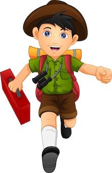 Netter junge rucksacktourist reisender mit rucksack