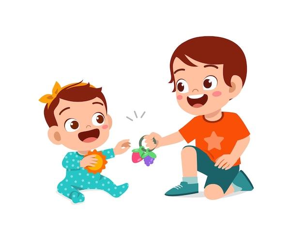 Netter kleiner junge spielen mit babygeschwister zusammen