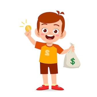 Netter kleiner junge trägt tasche des geldes und der münze