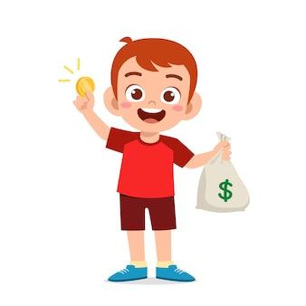Netter kleiner junge trägt tasche mit bargeld und münzen