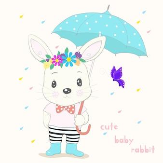 Netter kleiner kaninchenkarikatur-griffregenschirm in der hand an einem regnerischen tag. hand gezeichneter stil