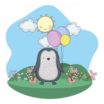 Netter kleiner pinguin mit ballonhelium auf dem gebiet