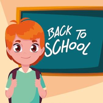 Netter kleiner studentenjunge zurück zu schule