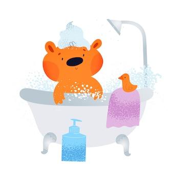 Netter kleiner teddybär, der bad mit blasen, seife und shampoo nimmt