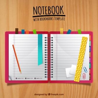 Netter notebook mit farbigen lesezeichen
