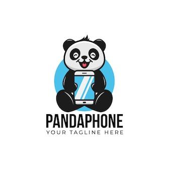 Netter panda cartoon cartoon lächeln und halten smartphone gadget telefon logo maskottchen