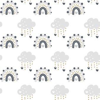 Netter regenbogen mit nahtlosem muster der wolken im skandinavischen stil lokalisiert auf weißem hintergrund für kinder.