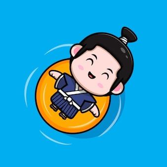 Netter samurai-junge, der auf wasser mit schwimmender bouy-maskottchenillustration schwimmt