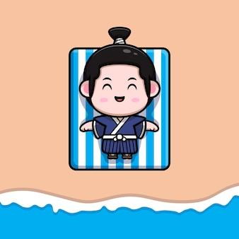 Netter samuraijunge, der auf strandmaskottchenillustration ein sonnenbad nimmt