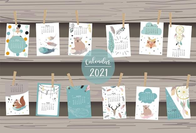 Netter tierkalender mit bär, feder, traumfänger für kinder, kind, baby.