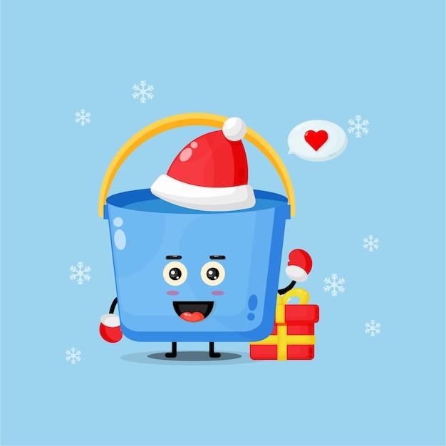 Nettes eimermaskottchen, das eine weihnachtsmütze trägt