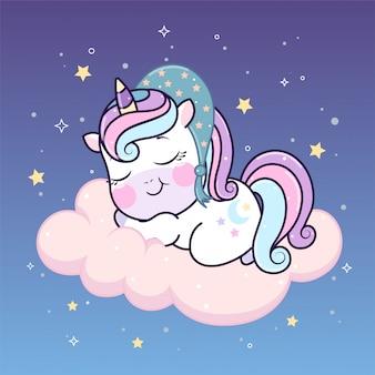 Nettes einhorn in der bettkappe schlafend auf wolke unter sternen.