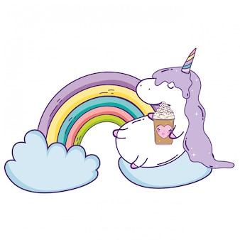 Nettes einhorn mit wolken und regenbogen kawaii