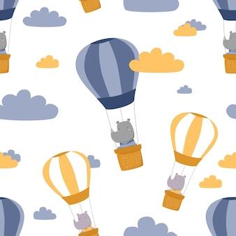 Nettes entzückendes nashorn, das heißluftballon im nahtlosen muster des himmelskarikatur reitet