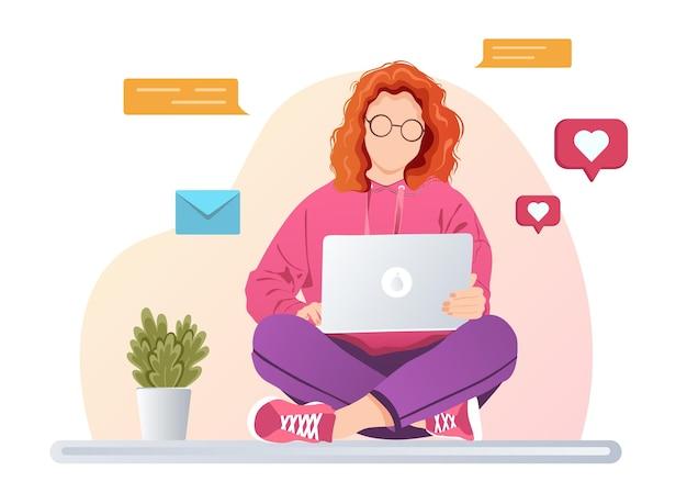 Nettes freiberufliches mädchen, das e-mails im laptop checkt oder eine frau, die süchtig nach sozialen medien ist